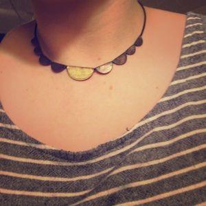 Scallop choker necklace